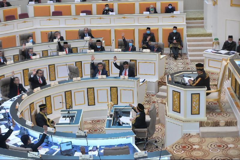 国盟在无反对议员出席之下继续召开州议会,并一致推选甲州巫统联委会主席阿都劳勿夫为新议长。
