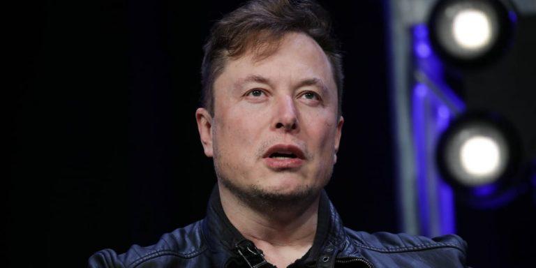Elon Musk shows off Neuralink brain implant technology in a living pig