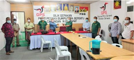 Sagah hands over RM80,000 funds